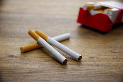 喫煙により薄毛やAGAになる可能性とは